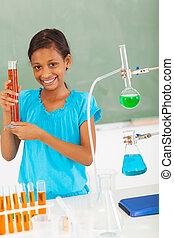 hembra, escuela primaria, alumno, en, clase ciencia