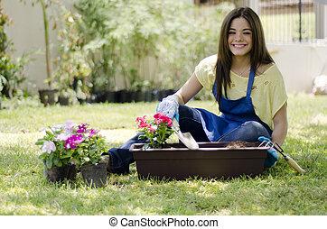 Plantas regar hembra jardinero plantas lindo regar for Trabajo jardinero