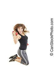hembra, modelo, en, salto, doblar, y, actuación, músculos, con, pesas