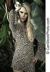 hembra, modelo, en, tropical, ajuste