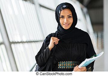 hembra, musulmán, estudiante de la universidad