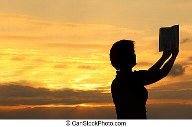hembra, rezando, con, biblia, #2