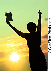 hembra, rezando, con, biblia, #3