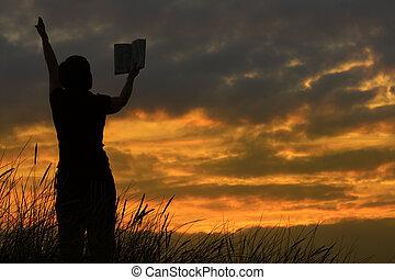 hembra, rezando, con, biblia