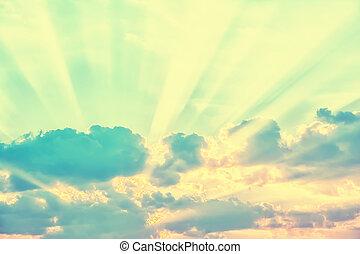 hemel, met, zonnestralen, door, de, wolken