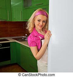 hemmafru, i köket, med, kyl