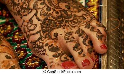 Henna Evening, India - Indian Wedding - Henna On Feet