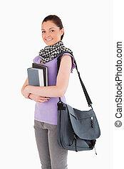 henne, stående, vacker, böcker, medan, holdingen, student, väska