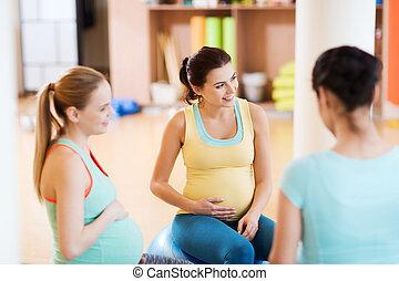 herék, terhes, tornaterem, ülés, nők, boldog