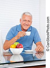 herbata, starszy człowiek, posiadanie, filiżanka