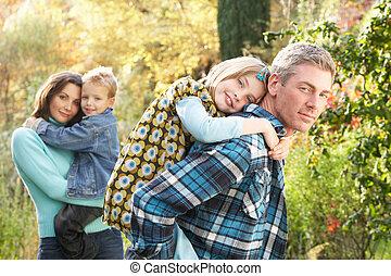 Herbst, Gruppe, familie, Geben, Huckepack, eltern, draußen, landschaftsbild,  CHIILDREN