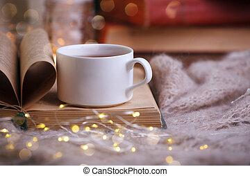 herbst, leben, begriff, winter, becher, hölzern, tee, freizeit, lesende , buch, gemütlichkeit, zeit, noch, rgeöffnete, tisch, cozy