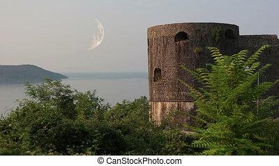 Herceg Novi, moon