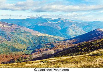 herfst, bergen, en, grimmig, naakte bomen