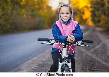 herfst, cycling, zonnig, forest., buitenshuis, fiets, meisje, geitje