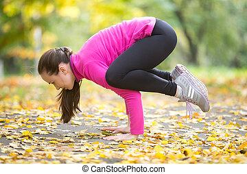 herfst, fitness, outdoors:, kraan, kraai, pose