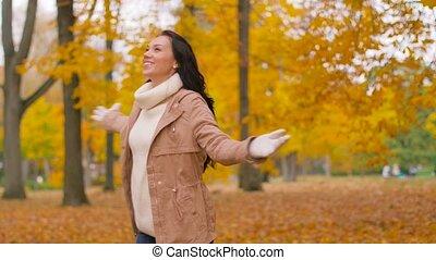herfst, vrouw, park, jonge, vrolijke
