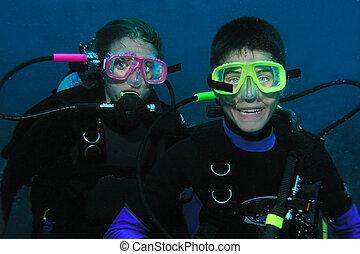 hermano y hermana, buzos, submarino