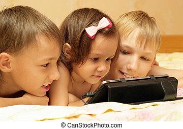 hermanos, ella, tableta, computadora, utilizar, niña