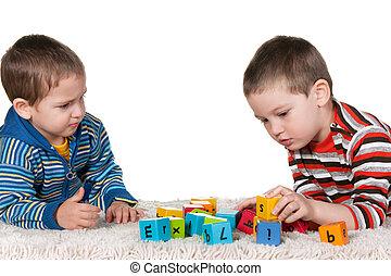 hermanos, juego, bloques, alfombra
