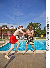 hermanos, tener diversión, en, el, piscina