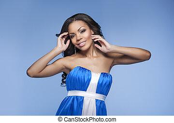 hermoso, azul, mujer, bajada, beauty., aislado, mientras, posar, africano