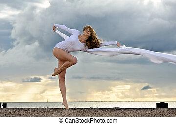 hermoso, bailarina, playa, bailando