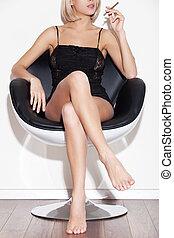 hermoso, bossy., mujer se sentar, imagen, joven, cortó pelo,...