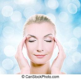 hermoso, cabeza, mujer, masajear, ella