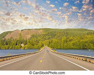 hermoso, camino, en, el, lago, con, ocaso, colores