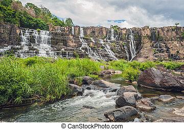 hermoso, cascada, famoso, vietnam., estimación, más, ciudad,...