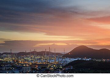 hermoso, ciudad, refinería de petróleo, fondo., ocaso