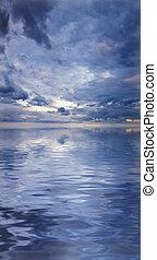 hermoso, cloudscape, evocador, reflexión de agua