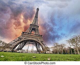 hermoso, colores, de, torre eiffel, y, parís, cielo