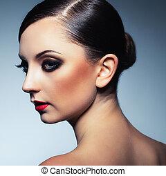 hermoso, encantador, mujer, maquillaje, retro, retrato