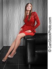 hermoso, esbelto, niña, en, vestido rojo