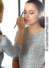 hermoso, estilo, moda, trabajando, artista, desnudo, maquillaje, profesional joven, woman., o, nupcial