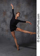 hermoso, estilo, moderno, joven, bailarín, posar, plano de fondo, estudio