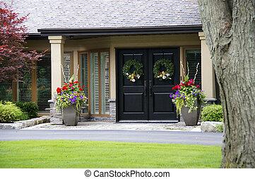 hermoso, hogar, entrada, con, flores