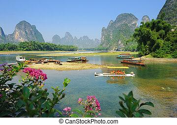 hermoso, karst, paisaje de montaña, en, yangshuo, guilin,...