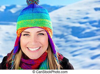 hermoso, lindo, al aire libre, encima, joven, adolescente, nieve, hembra, retrato, niña sonriente, invierno, viaje, vacaciones, navidad, llevando, mujer, turista, colorido, vacaciones, primer plano, sombrero, cara, diversión, teniendo, montañas
