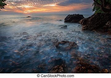 hermoso, mar, scape, y, sol, levantamiento, cielo, plano de...