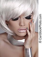 hermoso, moda, rubio, niña, con, blanco, cortocircuito, hair., manicured, nails., mulatto, woman., ojos, makeup., joyas, accessories.