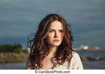 hermoso, modelo, mujer, con, pelo largo, outdoors., perfecto, niña, belleza natural