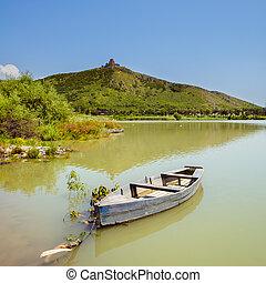 hermoso, montaña, agua, barco, plano de fondo