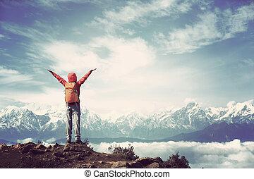 hermoso, montaña, mujer, cumbres, nieve, joven,...