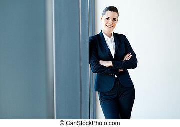 hermoso, mujer de negocios, longitud, joven, mitad