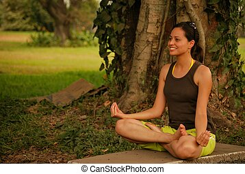 hermoso, mujer hispana, meditar