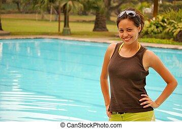 hermoso, mujer hispana, piscina