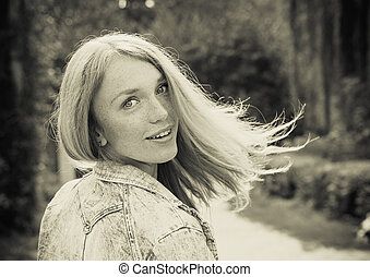 hermoso, mujer joven, aire libre